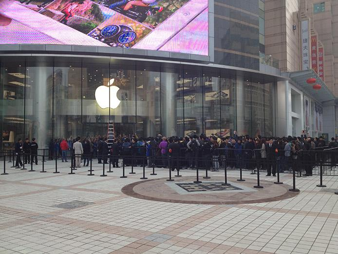 biggest apple store in the world