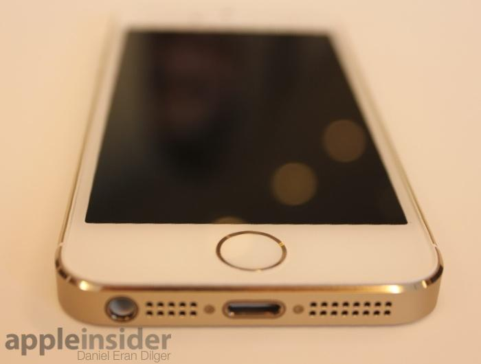 IPhone 5s Along With A Silver Edition White Glass Surfaces And Bright Trim New Gold Version Above Pairs Metallic