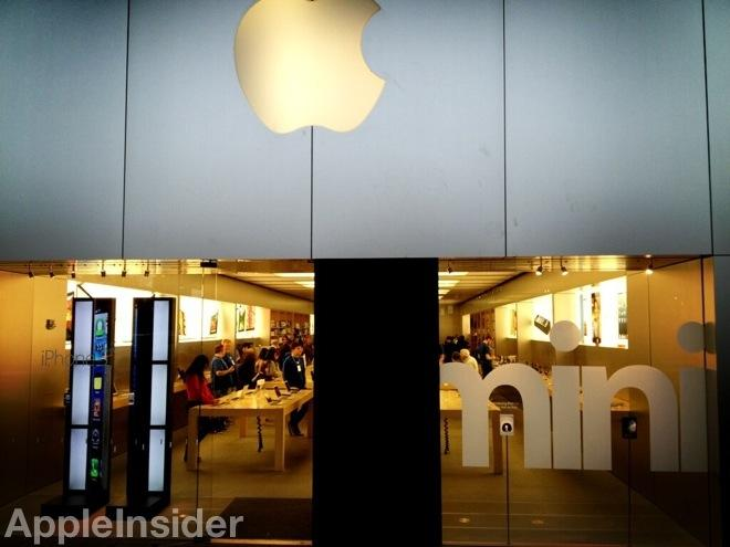 Burglar Breaks 100k Custom Glass Door With Rocks At Boulder Apple Store