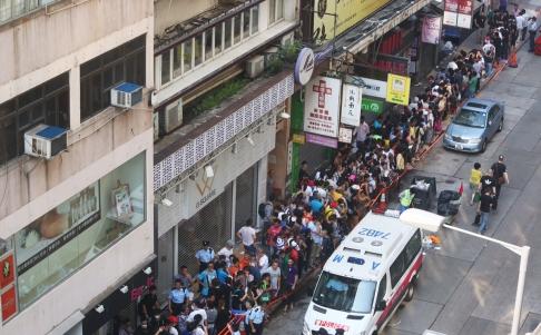 Tens Of Hundreds Apple Fans Line Up Outside A Reseller In Tsim Sha Tsui Hong Kong