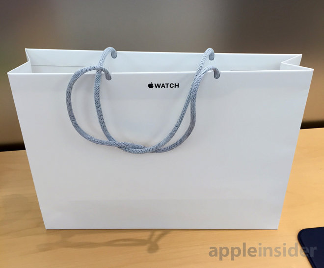 Apple opens up US Watch retail reservations, shoppers get unique bags