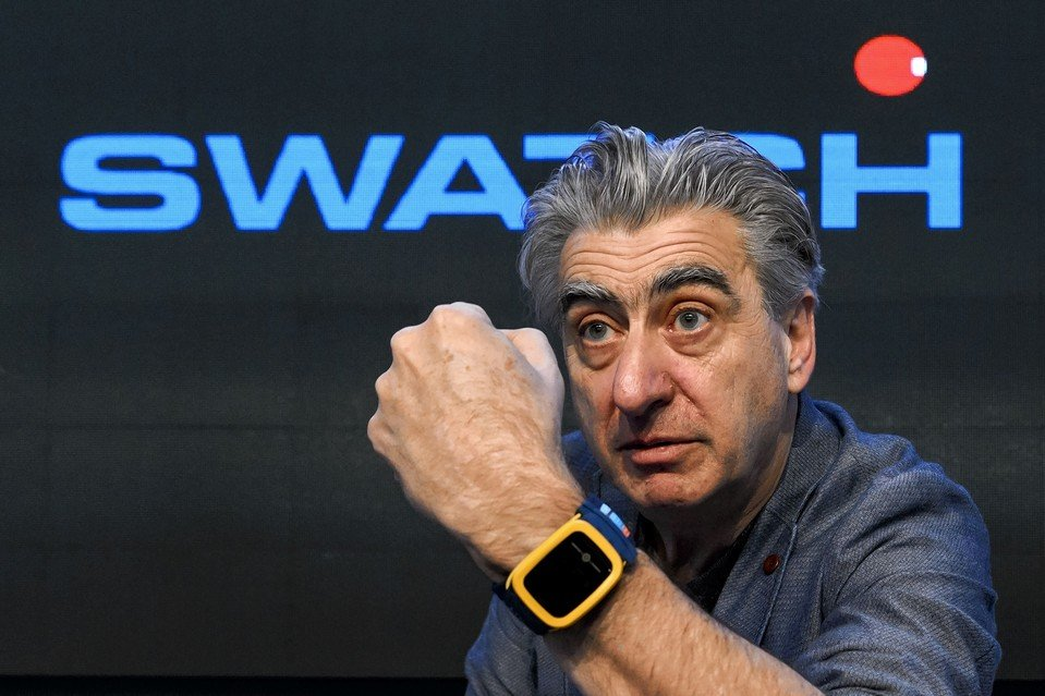 Swatch CEO calls Apple Watch an 'interesting toy,' voices ...