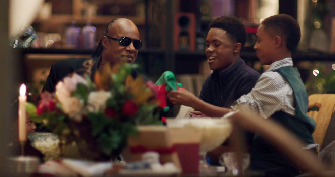 Apple airs 2015 Christmas TV ad starring Stevie Wonder & Andra Day