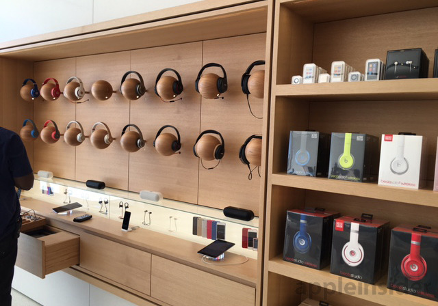 Next generation Apple Store Opens In Memphis With Custom
