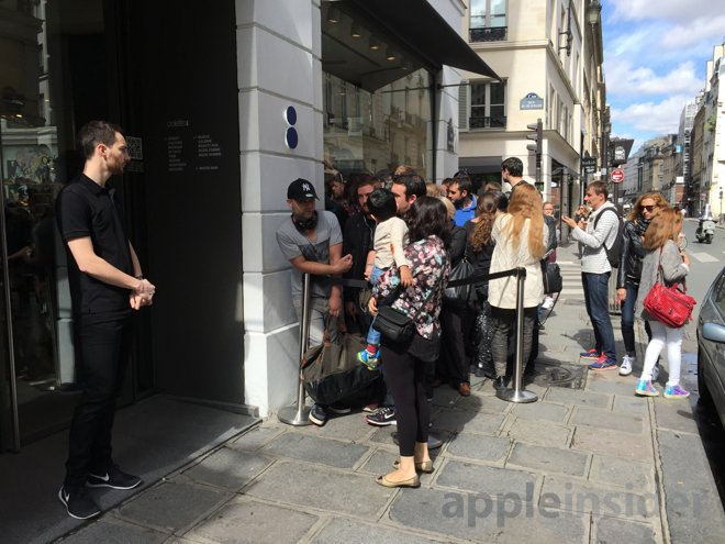 Over a week after launch, Apple Watch still draws long line of