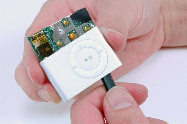 Second-gen iPod shuffle disassembly