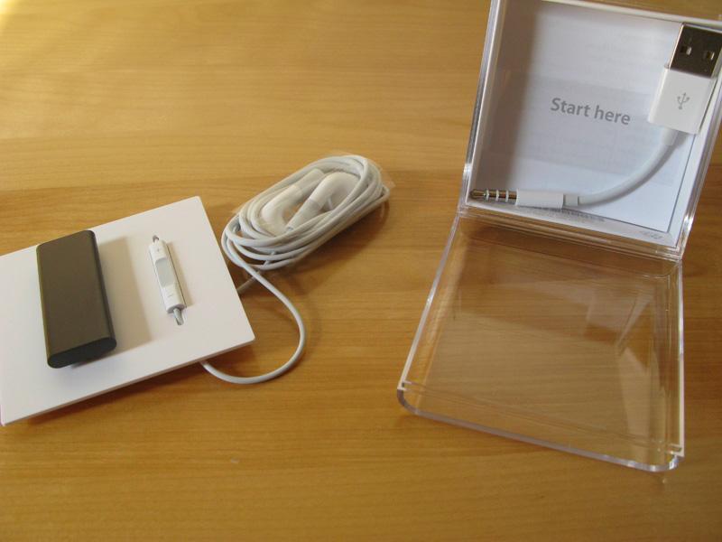 iPod shuffle box contents