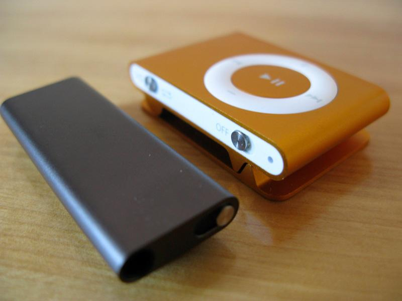 iPod shuffle 3G and 2G together