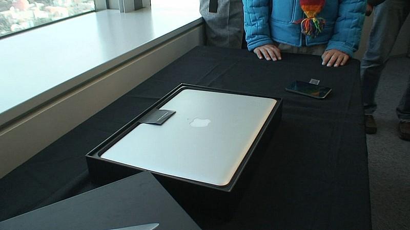 MacBook Air box (closed)