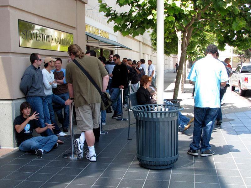Apple Retail Store iPhone Wait